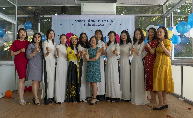 tập thể nhân viên nữ tại công ty